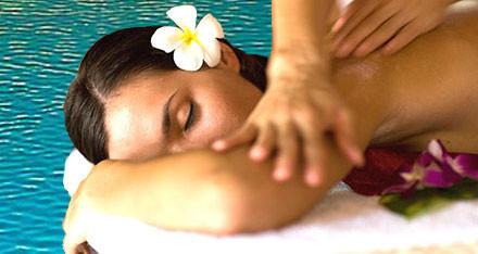 Lady receiving a lomilomi Hawaiian massage lying down.