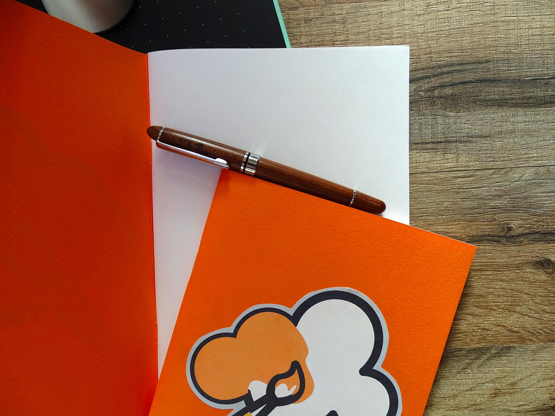 """""""Peindre vos rêves"""" Carnet A5 Orange 20 pages blanches / 8€ pièce hors fdp / 2 derniers exemplaires!"""