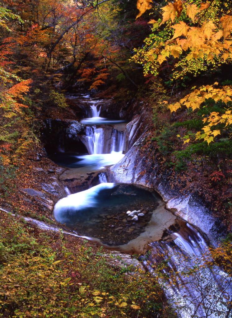山梨市・西沢渓谷 七つ釜五段の滝