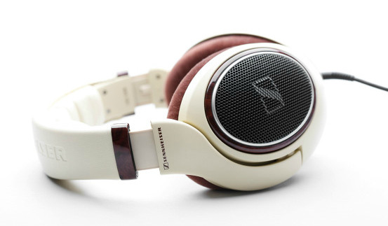 Sennheiser headphone HD598 awarded by European Consumers Choice