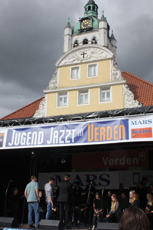 Die Bühne vor dem Rathaus                   Bild: M.Staedler