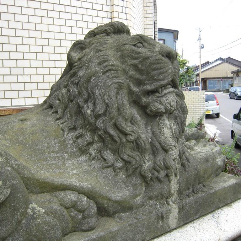 このライオン像に関しては具体的な資料・言い伝えが無く、いつからここに置かれていたかは定かではない。