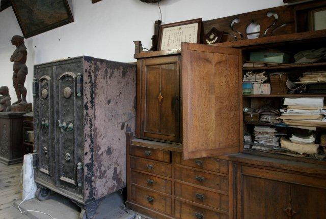 書棚の中には高橋回漕店関係の書類(主に昭和期以降のもの)があった。