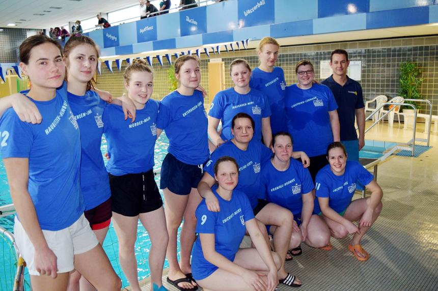 Unser WSW Frauen-Team vor dem Spiel mit Trainer Carsten Eschrich
