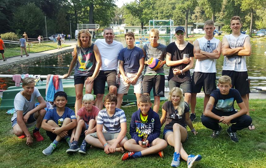 Die beiden Kanupolo-Teams des WSW Rostock beim Waldbadcup in Glaubitz 2016