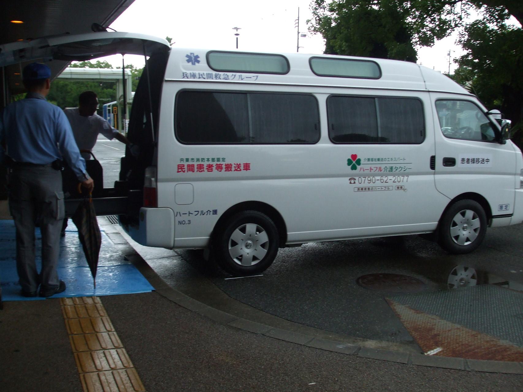 兵庫県立尼崎病院で弊社車両に患者様が乗車中