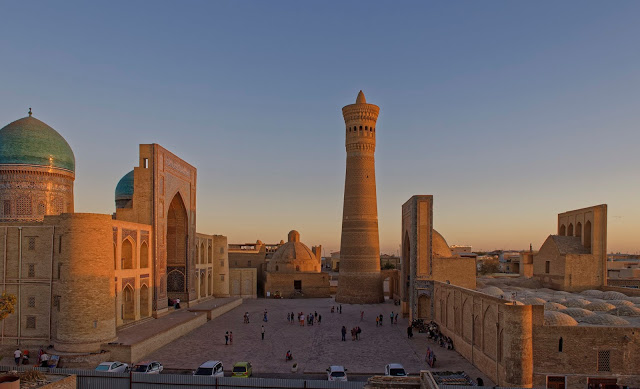 Deutsche Botschaft Usbekistan und Doca Tours Reiseunternehmen
