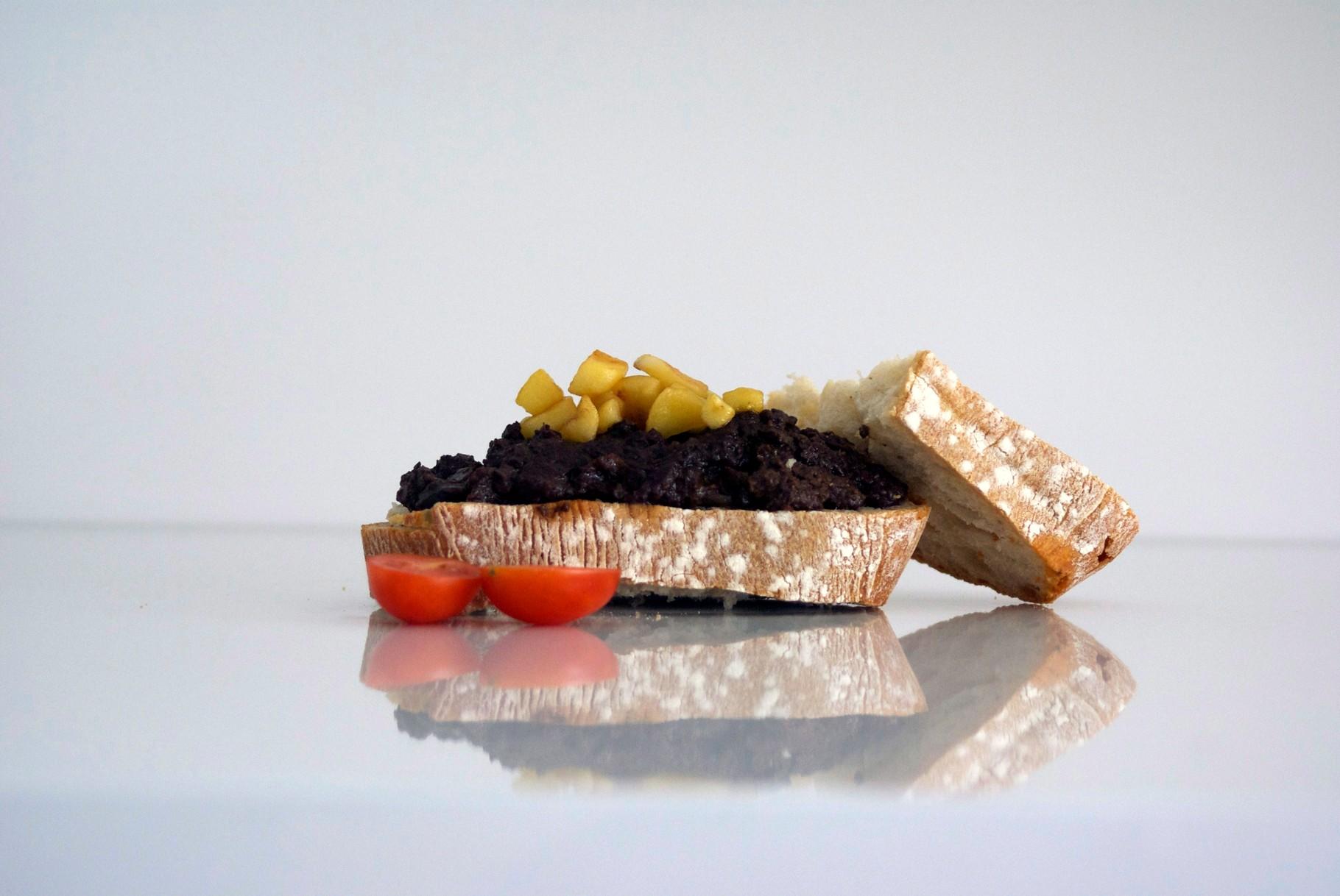 Tostada con Morcilla de León con manzana caramelizada