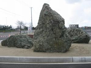 ウオロク様 新潟総合物流センターの石看板・さざれ石  さざれ石の写真