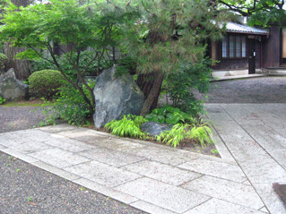 念仏寺の庭石2