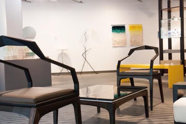 「DOLMEN FURNITURE」というポルトガル出身、パリ在住のデザイナーの作品、なかなか完成度が高いです。