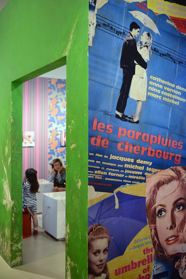 ジャック・ドゥミを世界的に有名にした映画[シェルブールの雨傘]のポスター。