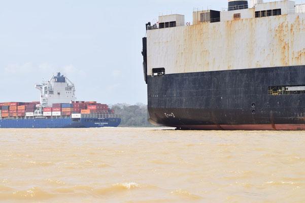 les porte conteneurs sur le canal de panama