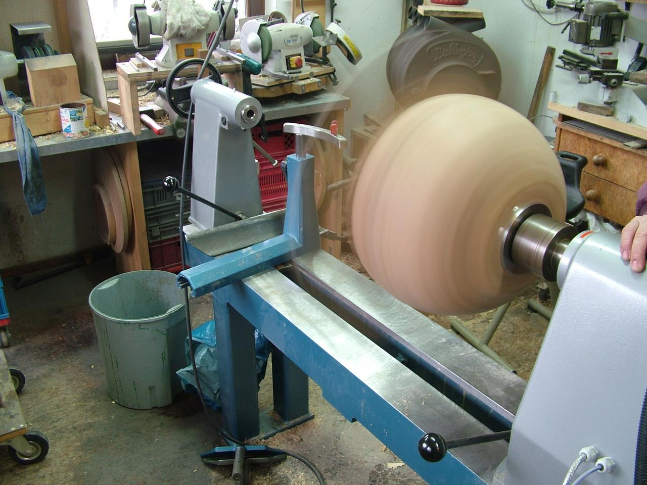 Holzschale bei drechseln