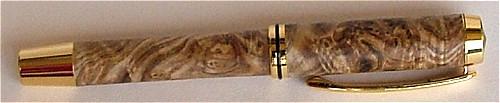 Rollerball Füller aus Holz mit Zierring.
