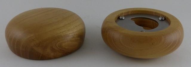 Flachenöffner in runder Holzform gedrechselt