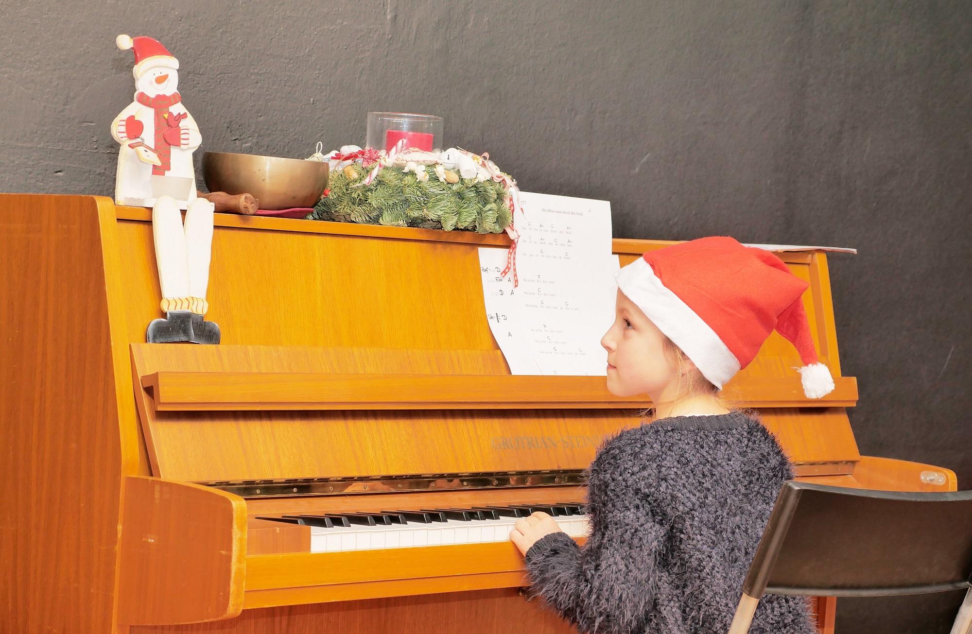 Loreen am Klavier