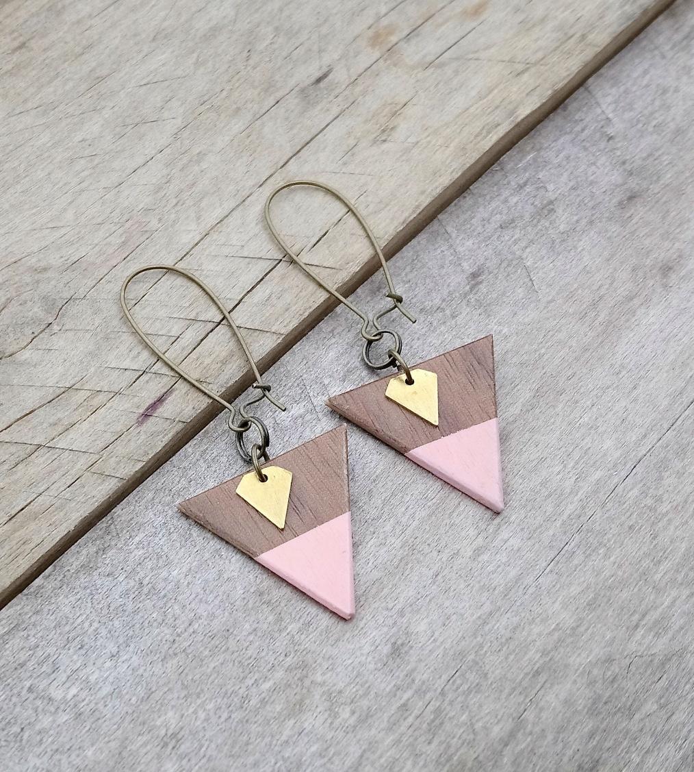 Boucles d'oreilles triangle en bois peintes à la main