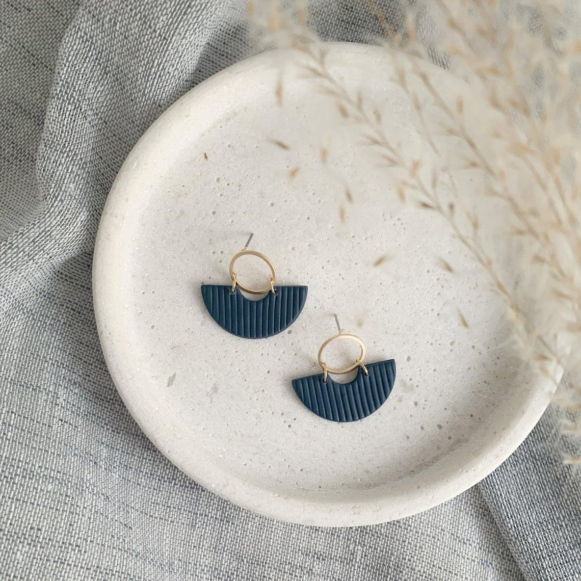 Boucles d'oreille d'argile polymère et laiton