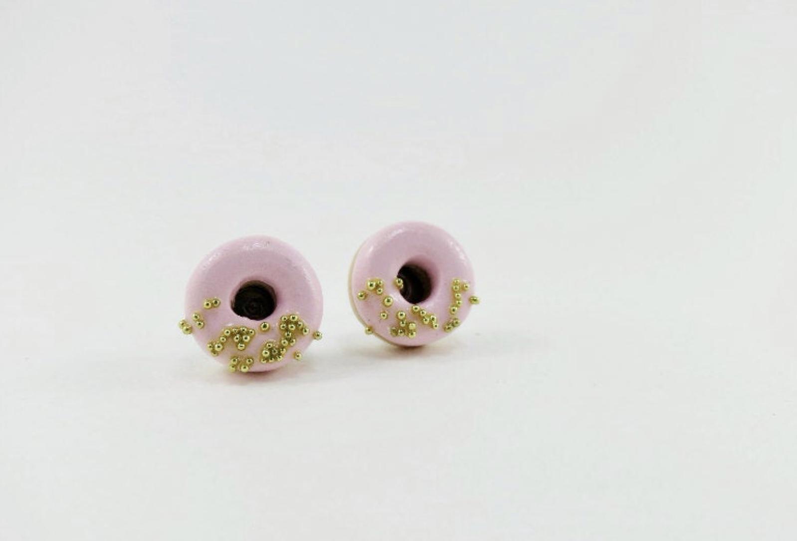 Puces d'oreilles beignets roses et dorés