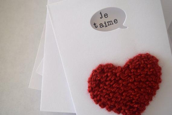 Carte de vœux avec cœur tricoté à la main