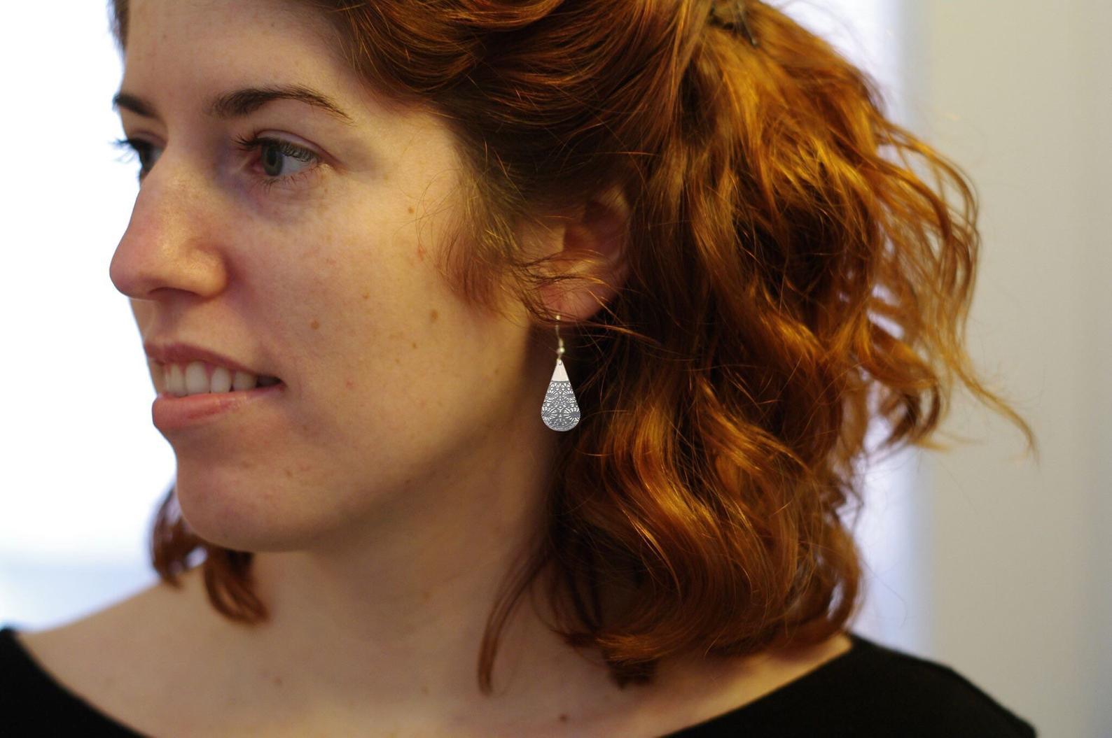 Boucles d'oreilles pendantes en forme de gouttes