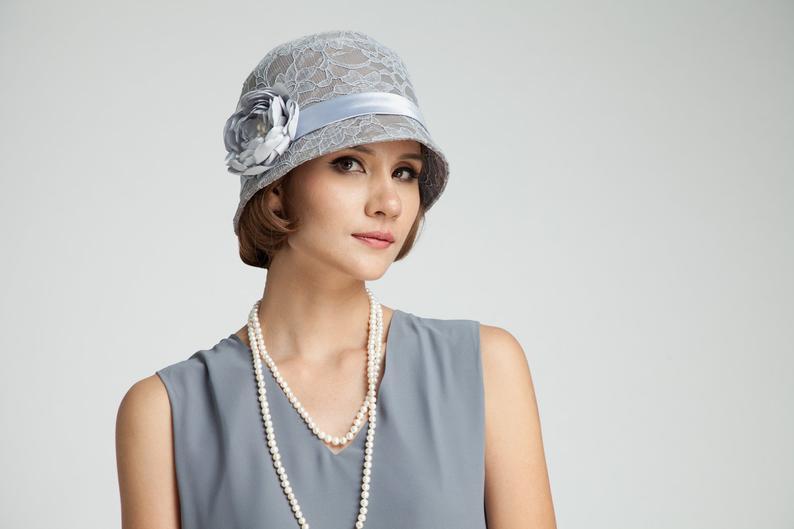 Chapeau gris de coton et dentelle style années 1920