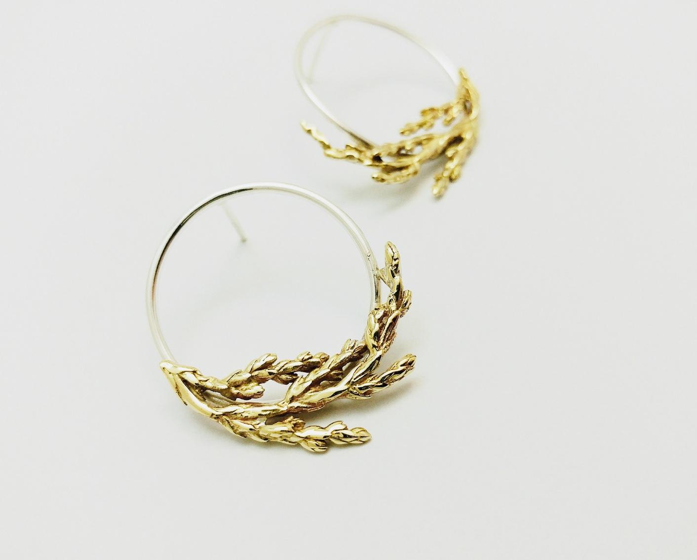 Boucles d'oreilles branches de genévrier en bronze