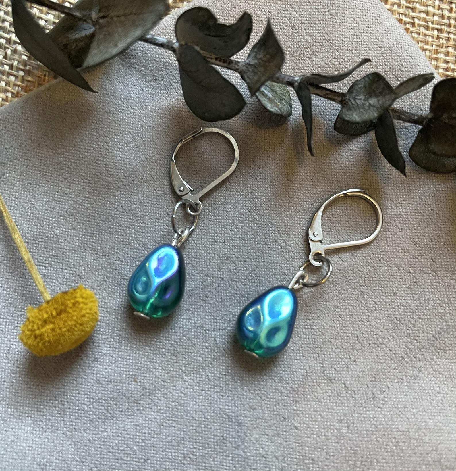 Boucles d'oreille pendantes Ariel, 30$