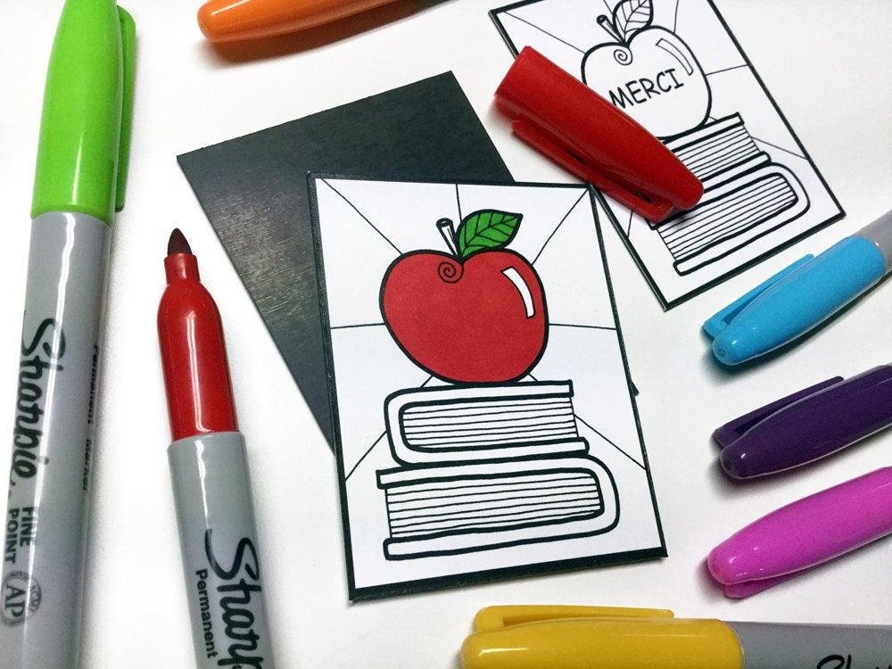 Aimant à colorier pomme et livres