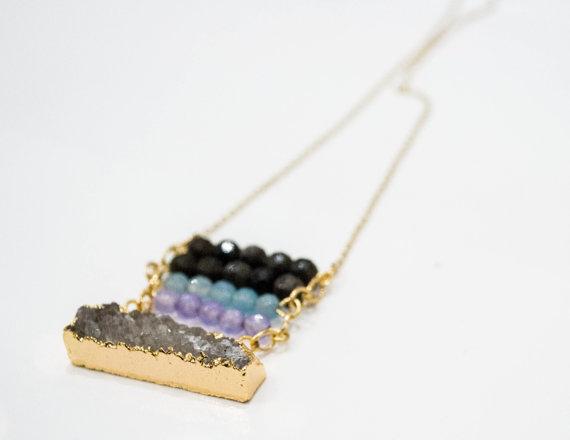 collier avec pierres semi-précieuses