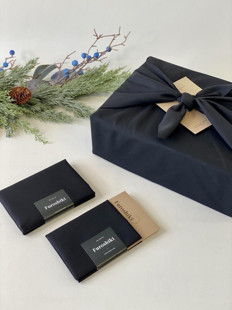 Tissu d'emballage Furoshiki noir, Olsen Olsen Design, 12,99$
