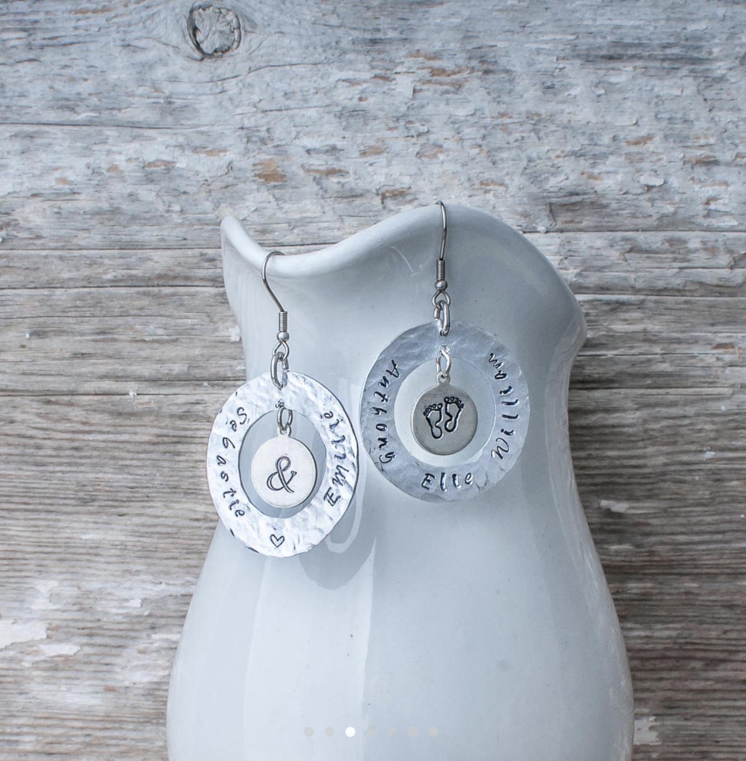 Des boucles d'oreilles personnalisées avec le prénom des enfants, cadeau tellement parfait pour la fête des mères! (En espérant que mon mari lise mon article... 😉)