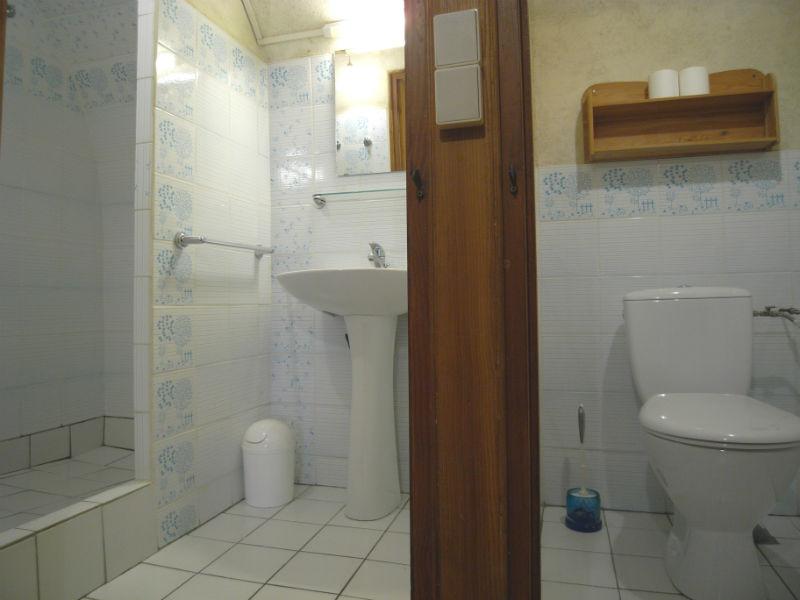 salle d'eau et toilette séparée
