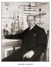 Georges Lakhovsky dans son laboratoire