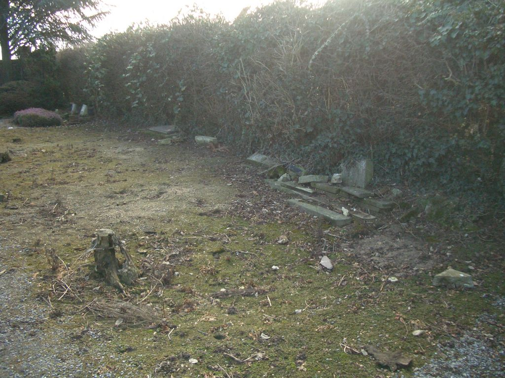 hier sind schon einige Gräber umgebettet worden