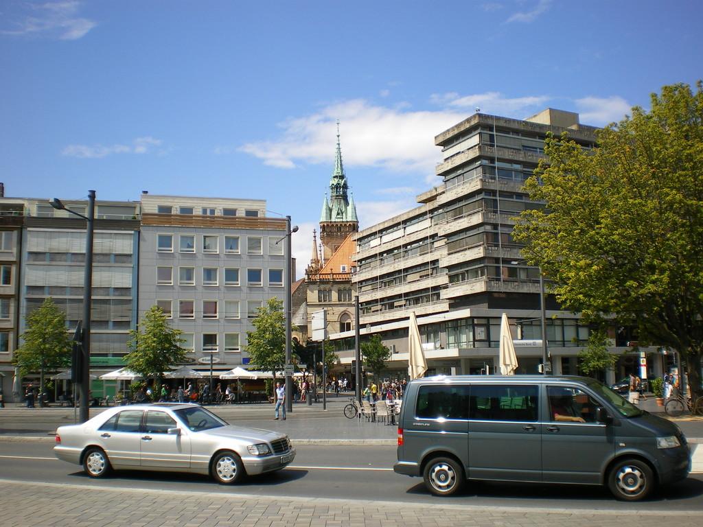 Innenstadt, gegenüber vom Schloß