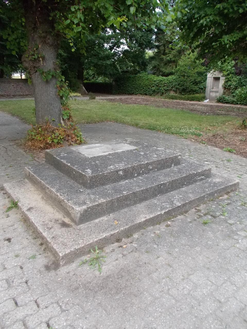 Hier stand ursprünglich das Friedhofskreuz