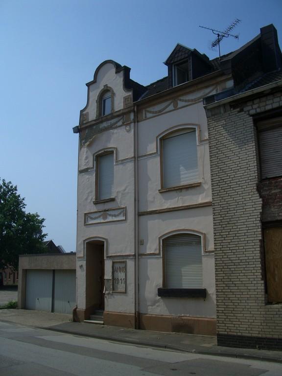 schönes, altes Gebäude aus dem Jahr 1911