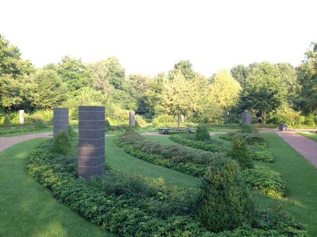 Namensstelen auf dem Zevener Friedhof