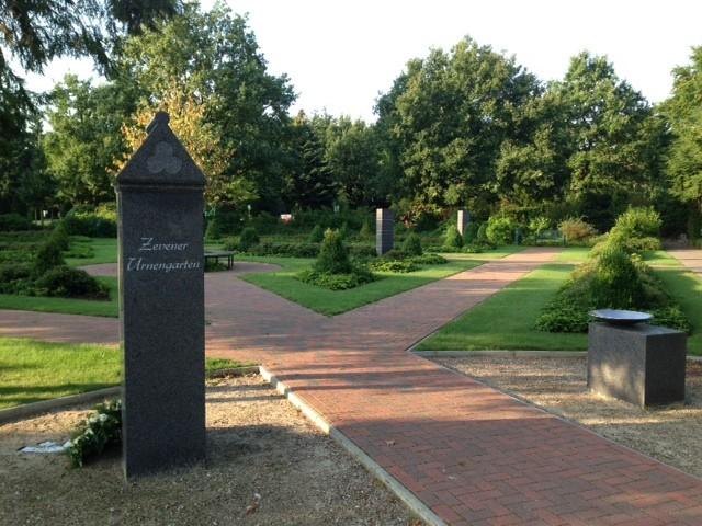Zevener Urnengarten Eingangsbereich