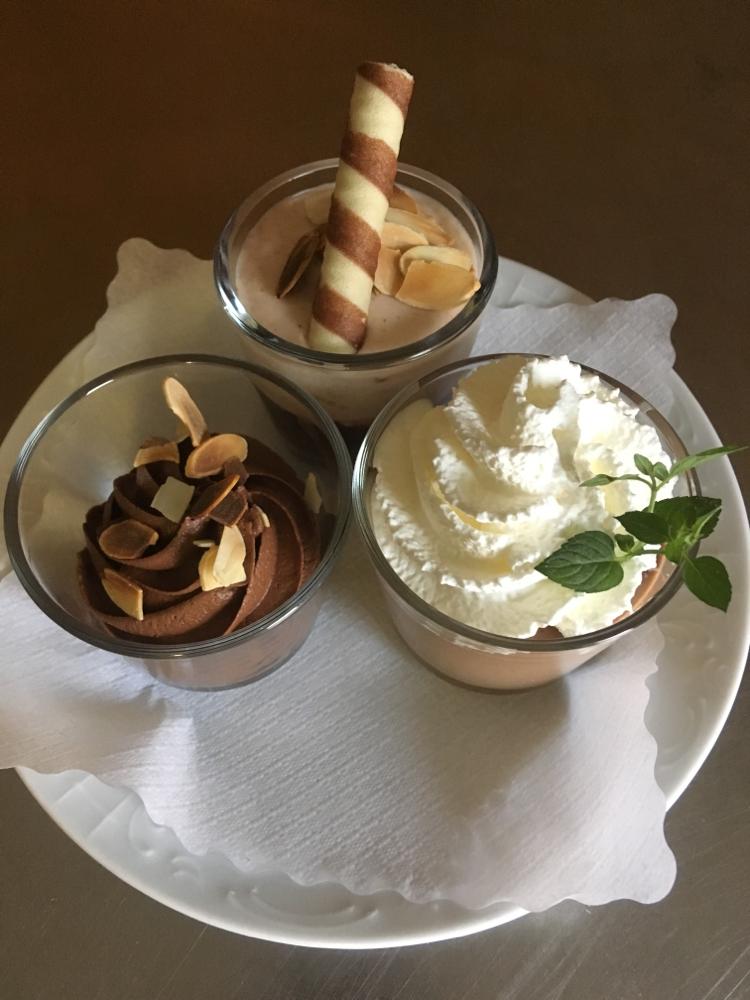 Schokoladen-Mousse, Zwetschgen-Joghurt-Mousse, Kürbis-Schokoladen Panna Cotta
