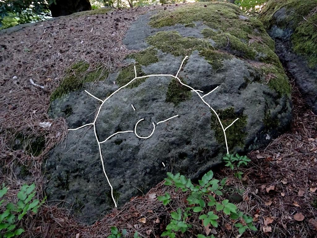 Die eingeritzte Sonne auf dem Felsen daneben (Am PC nachgezogen)