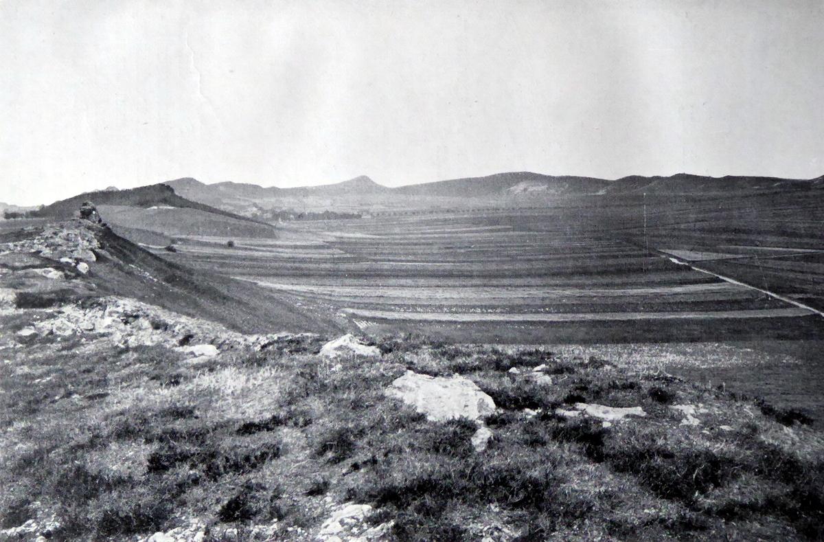 altes Foto des kleinen Berges mit der Vogelklippe von 1902