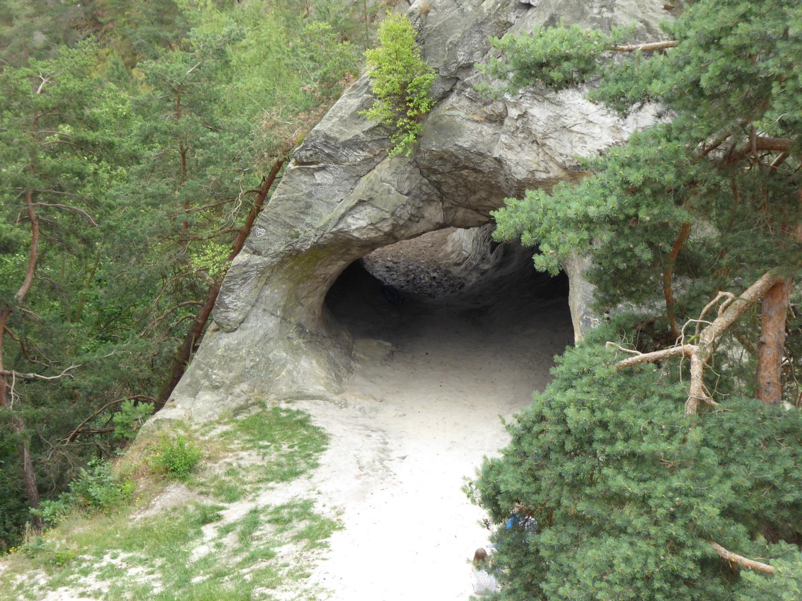 """östlich dicht daneben die """"Kuhhirtenhöhle"""""""