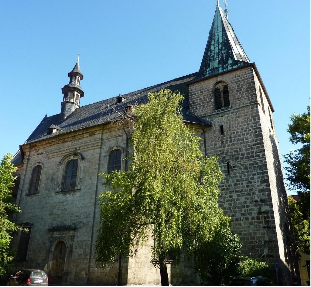 Die Kirchenansicht von Westen (Foto aus Werbeflyer)