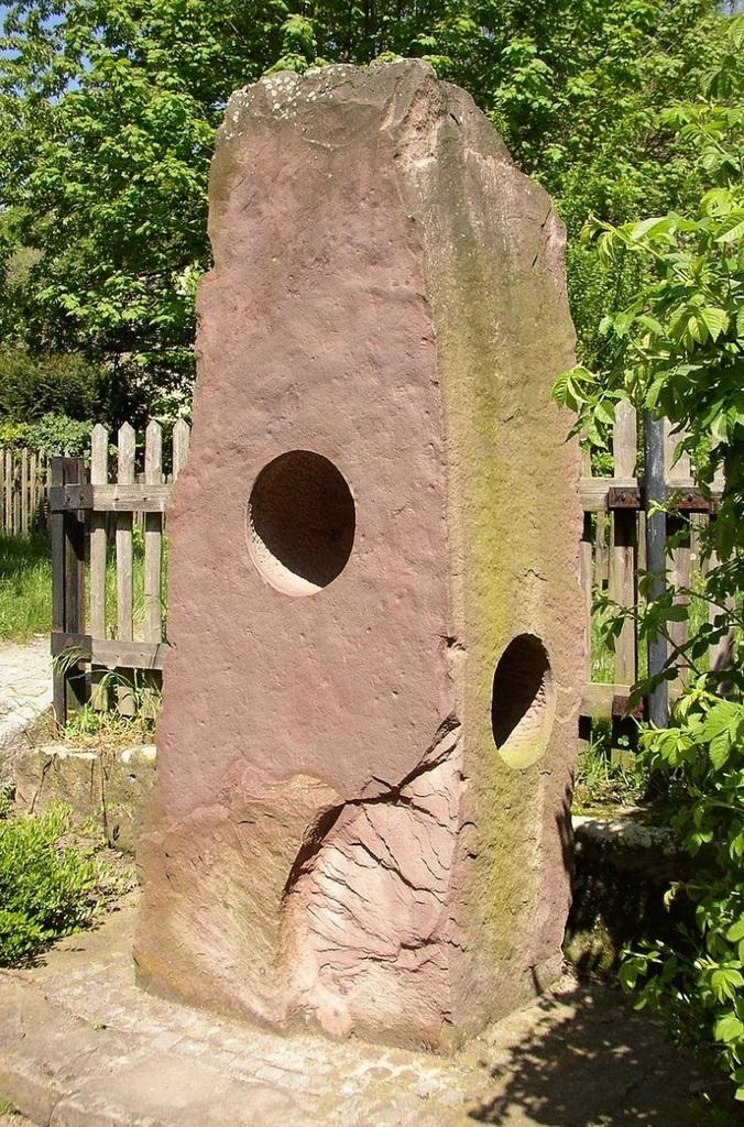 Die neue Summsteinsäule in Hornburg (Foto Wikipedia)