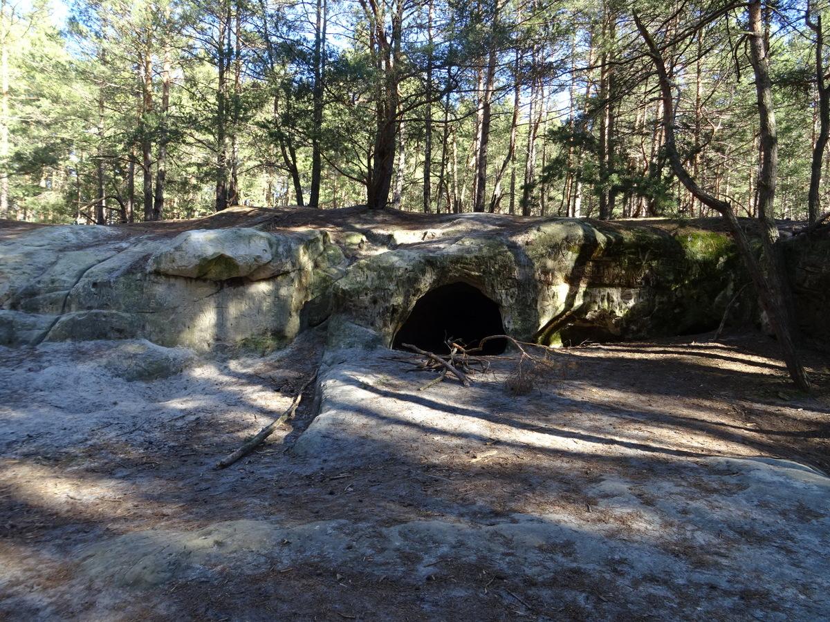 Der Felsenrücken aus dem Abstand