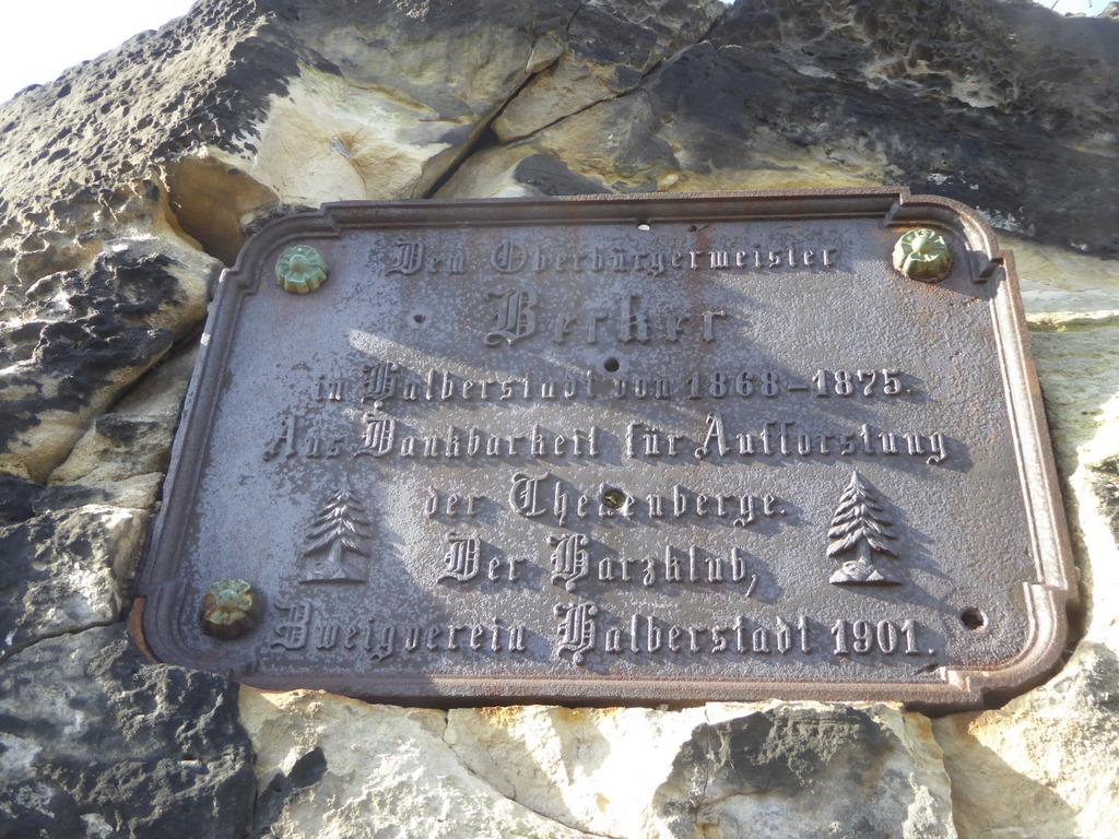 Ein alte Harzklubgedenktafel