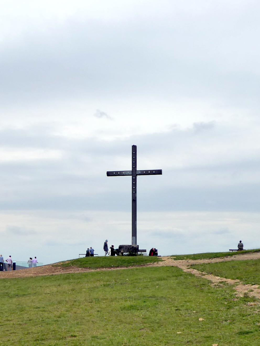 5. Der Sonnenstein mit dem christlichen Kreuz